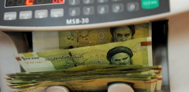 Irański rial w ciągu tygodnia stracił jedną trzecią wartości; kurs spadł z 22 tys. riali za dolara do 37,5-40 tys.