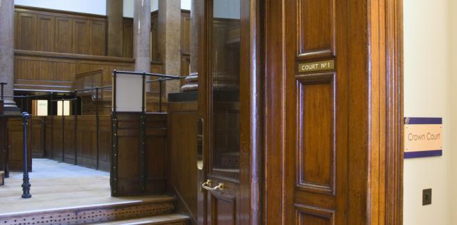 W 2007 r. spadkobiercy uzyskali w stołecznym Samorządowym Kolegium Odwoławczym orzeczenie uznające decyzje z 1990 r. o sprzedaży mieszkań za podjęte z naruszeniem przepisów