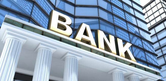 O znaczących podwyżkach cen w bankach donosi raport przygotowany przez Narodowy Bank Polski.