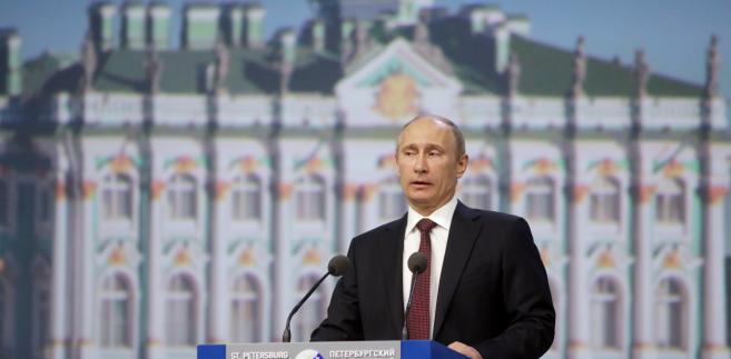 """Kilka dni temu Władimir Putin apelował, by """"nie przywiązywać Rosji do każdego problemu i nie robić z niej straszydła"""""""