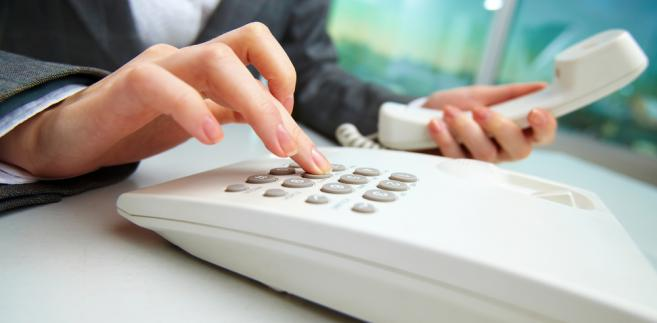 Pracownik jest zobowiązany do odbierania telefonu służbowego tylko w godzinach pracy.