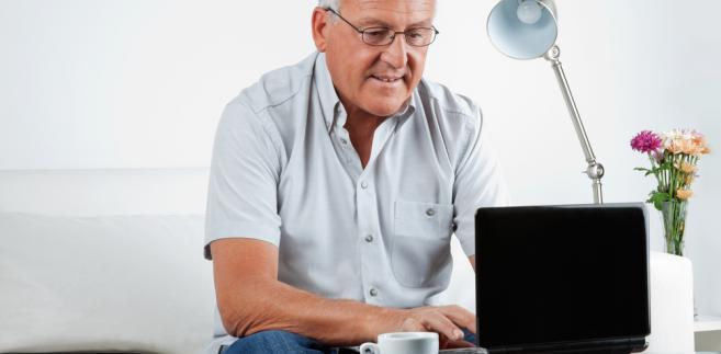 Obecne przepisy zakładają stopniowe wydłużenie wieku emerytalnego do 67 lat zarówno dla kobiet, jak i mężczyzn