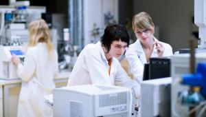 Czy kategoria naukowa powinna mieć silny wpływ na działalność jednostek naukowych, ich finansowanie, uprawnienia itd.?
