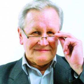 Kazimierz Krzysztofek profesor socjologii w Szkole Wyższej Psychologii Społecznej w Warszawie. Autor wielu publikacji dotyczących społeczeństwa informacyjnego, nowych mediów oraz komunikacji międzykulturowej