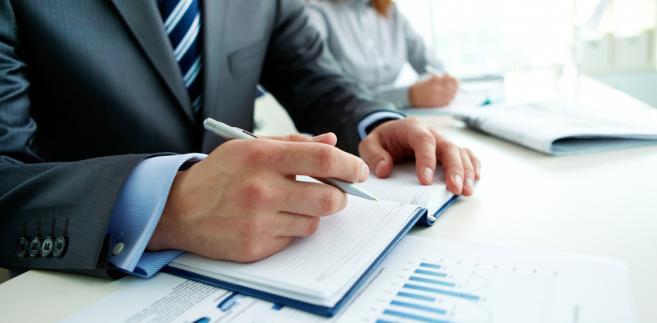 Pośrednicy i użytkownicy powinni też pamiętać o nowych obowiązkach. Od 1 czerwca agencja ma ustalać łączny okres pracy dotychczas wykonywanej przez zatrudnionego na rzecz danego pracodawcy użytkownika (na podstawie umowy o pracę lub cywilnoprawnej)