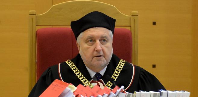 Przewodniczący TK Andrzej Rzepliński podczas ogłaszania wyroku. PAP/Marcin Obara