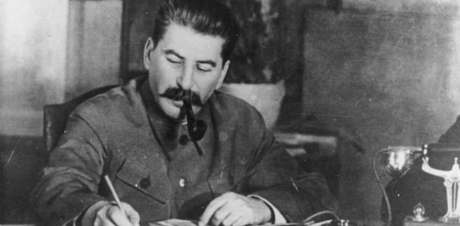 W 1943 r. wychodzi na jaw mord katyński. Miała to być ze strony Niemców polityczna Wunderwaffe – ale jedynym celem, jaki osiągnęła propaganda Goebbelsa, okazało się finalne zerwanie polsko-sowieckich stosunków dyplomatycznych. Zachód nie był zainteresowany prawdą o Katyniu. Na zdjęciu Józef Stalin