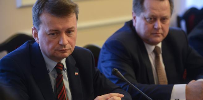 Błaszczak podczas posiedzenia ws. dymisji Zbigniewa Maja