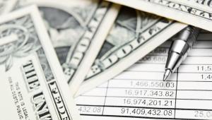 Silny kurs dolara, rosnące koszty kredytów oraz energii również skłoniły inwestorów do szukania bezpieczniejszych lokat.
