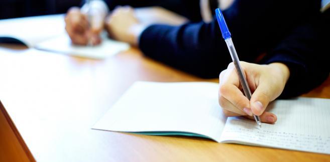 Zdający mieli możliwość sporządzania prac egzaminacyjnych - według własnego wyboru - pismem ręcznym lub przy użyciu sprzętu komputerowego