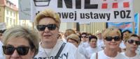Pielęgniarki Podstawowej Opieki Zdrowotnej i pielęgniarki Medycyny Szkolnej protestują przed Ministerstwem Zdrowia w Warszawie