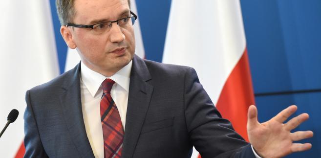 Minister sprawiedliwości, prokurator generalny Zbigniew Ziobro podczas konferencji prasowej w KPRM