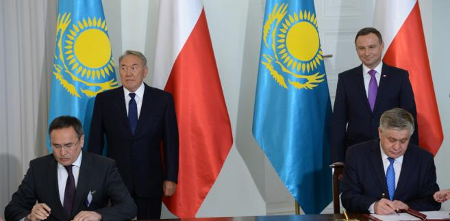 Prezydent RP Andrzej Duda i minister rolnictwa RP Krzysztof Jurgiel oraz prezydent Kazachstanu Nursułtan Nazarbajew i minister rolnictwa Kazachstanu Askar Myrzakhmetov