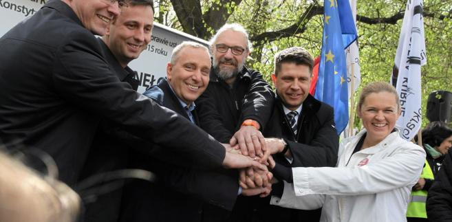 """Zdaniem Schetyny, w koalicji powinny znaleźć się też organizacje pozarządowe i środowiska lewicy, """"ci wszyscy, którzy uważają, że jest zagrożenie dla polskiej praworządności""""."""