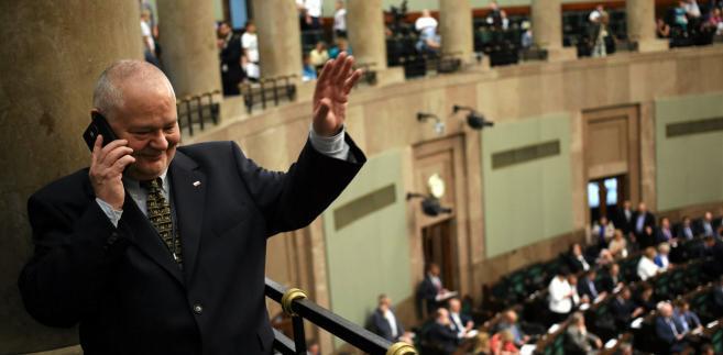 """Glapiński, pytany o wtorkowe spotkanie z prezydentem, przyznał, że dotyczyło ono właśnie frankowiczów, a został temu spotkaniu nadany bardziej formalny charakter, """"by rynek i kredytobiorcy odebrali sygnał, że prezydent pamięta o tym co obiecał, i co było przedmiotem konferencji prasowej"""" (w sierpniu ub. roku - PAP)."""