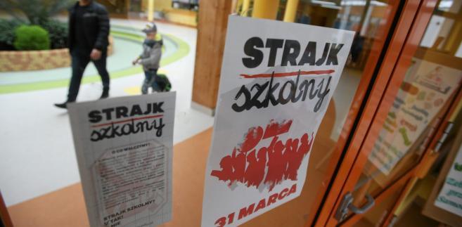 Związek Nauczycielstwa Polskiego, który był organizatorem protestu podał, że do strajku pracowników oświaty przystąpiło w piątek ok. 40 proc. szkół i przedszkoli.