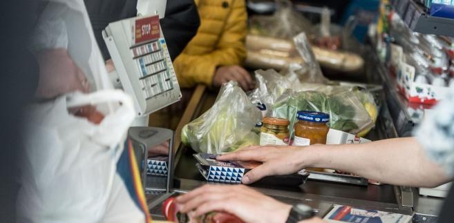 Ministerstwo środowiska informowało, że Polacy średnio zużywają 250-270 toreb foliowych rocznie