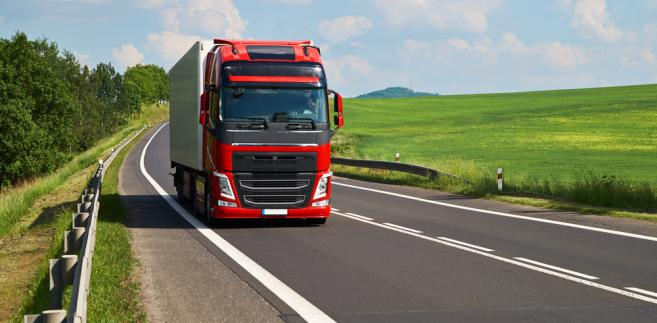 KE szykuje zmiany przepisów dotyczących transportu w UE. Polscy przewoźnicy biją na alarm