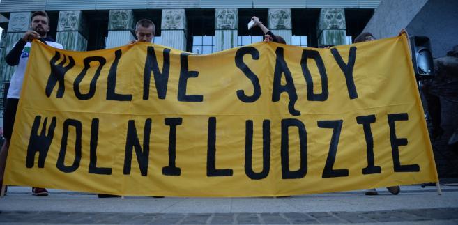Od kwietnia 2011 r. do kwietnia 2013 r. SK zakwestionował wszystkie sprawdzane ustawy Fideszu
