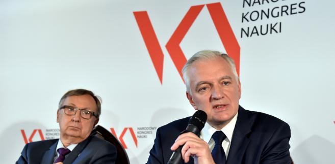 Założenia ustawy przedstawia na początku kongresu wicepremier, minister nauki i szkolnictwa wyższego Jarosław Gowin.