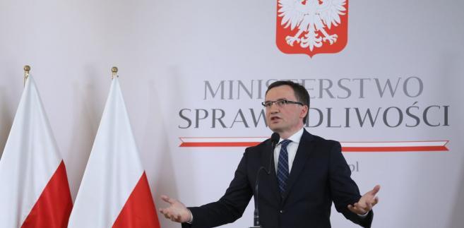 """Minister wskazał, że """"w tej sprawie do dyspozycji będzie wiceminister Woś"""""""