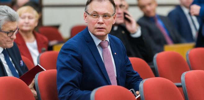 Pytany o zapowiedź utworzenia w Polsce ścieżki sądowej, która miałaby umożliwić pozywanie państwa niemieckiego oraz firm niemieckich za pracę przymusową podczas wojny, przypomniał, że w tej sprawie został złożony wniosek do Trybunału Konstytucyjnego
