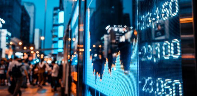"""""""Przyspieszenie wzrostu jest szerokie, z godnymi podkreślenia niespodziankami w Europie i Azji"""" – napisano w komunikacie funduszu. PKB na świecie urósł w 2017 r. o 3,7 proc., o 0,1 pkt proc. mocniej, niż MFW spodziewał się jeszcze jesienią ub.r."""