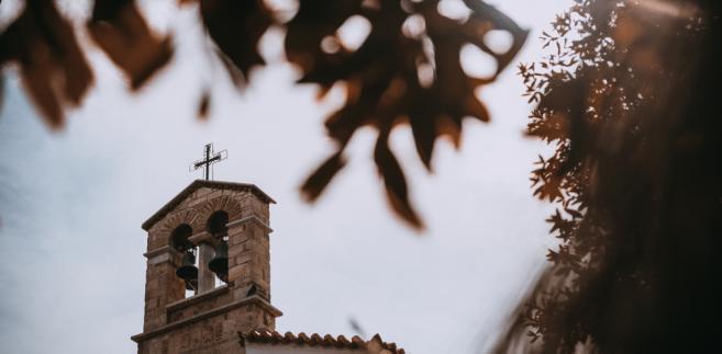 Blisko jedna czwarta aktów przemocy dotyczyła ataków na kościoły lub symbole chrześcijańskie