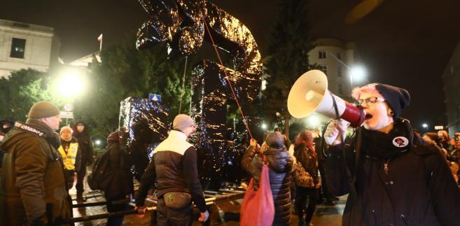 Międzynarodowy Strajk Kobiet w Dniu Kobiet na pl. Konstytucji w Warszawie
