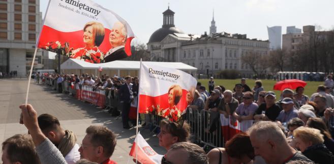 Uczestnicy uroczystości na placu Piłsudskiego w Warszawie