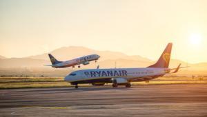 Zgodnie z unijnym rozporządzeniem nr 261/2004 za odwołane lub znacząco opóźnione loty przewoźnik musi wypłacić pasażerom odszkodowanie