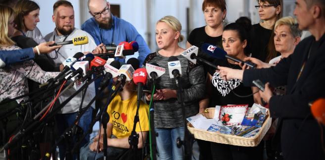 Premier Mateusz Morawiecki zapowiedział z kolei utworzenie specjalnego funduszu wsparcia osób niepełnosprawnych