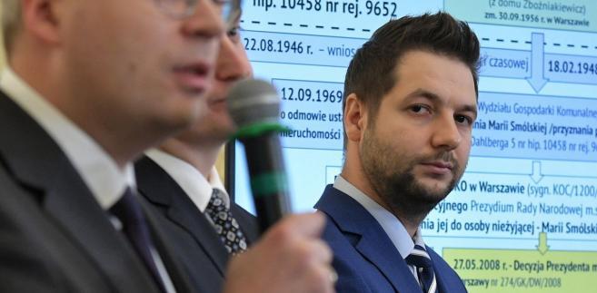 """Marszałek przyznał, że Jaki jest bardzo aktywny w prekampanii. """"Przekazuje i pokazuje wiele bardzo interesujących pomysłów. Takich pomysłów, które są skierowane przede wszystkim do warszawiaków, skierowane są na ludzi"""" - zauważył."""