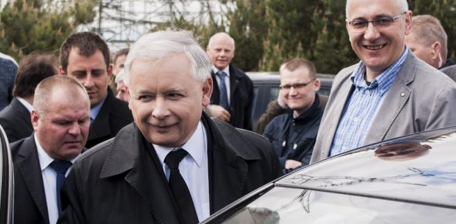 Lider PiS opuścił Wojskowy Instytut Medyczny w Warszawie 8 czerwca po ponad miesięcznym pobycie.