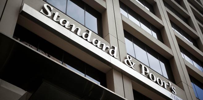 """W uzasadnieniu swojej decyzji agencja ratingowa napisała między innymi, że w Polsce """"została naruszona równowaga instytucjonalna""""."""