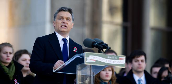 Premierowi Orbanowi udało się wreszcie podporządkować sobie węgierski bank centralny.