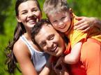 <b>Dodatek z tytułu wychowywania dziecka w rodzinie wielodzietnej</b> <br> <br> Dodatek przysługuje na trzecie i na następne dzieci uprawnione do zasiłku rodzinnego, a jego wysokość wynosi 80 zł miesięcznie.