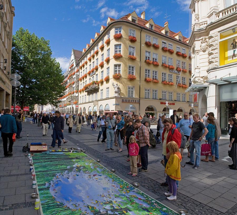Ulica Kaufingerstrasse w Monachium