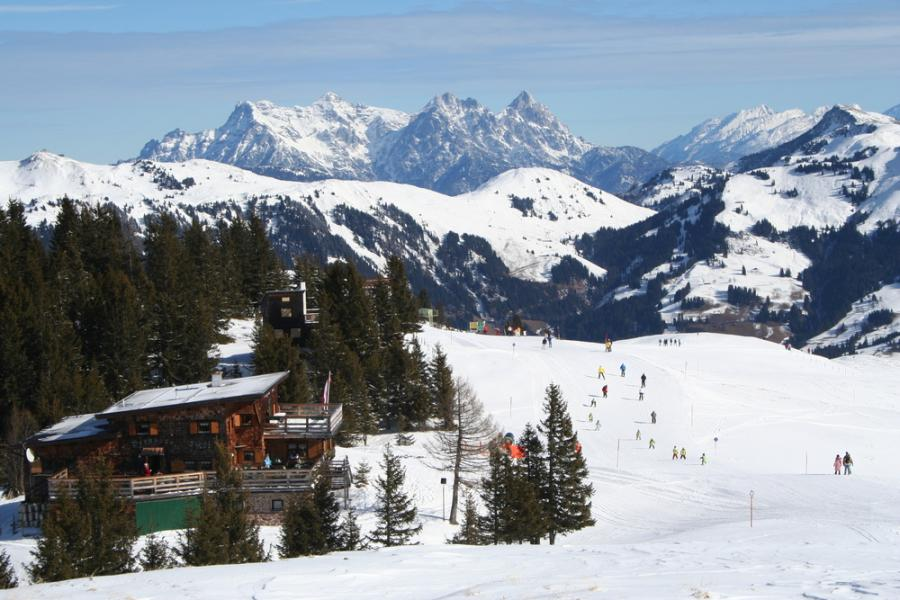 Kitzbühel – miasto w zachodniej Austrii, w regionie Tyrolu, leżące na wysokości 800 m n.p.m. Najbardziej znany Austriacki ośrodek narciarski na świecie. Kitzbühel jest stolicą ogromnego ośrodka narciarstwa alpejskiego: Mittersill - Pass Thurn - Jochberg - Kitzbühel - Kirchberg in Tirol - Aschau. Wokół miasta znajduje się 230 wyciągów narciarskich.