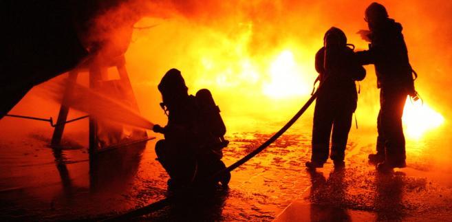 Ogień przekroczył rzekę Sacramento, zagrażając setkom domów w zachodniej części Redding