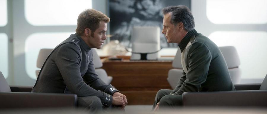 "Chris Pine i Bruce Greenwood w filmie ""Star Trek Into Darkness"""