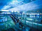 4. miejsce - Port lotniczy w Hongkongu – jedno z najlepszych lotnisk świata. Posiada jeden z największych terminali pasażerskich świata. Lotnisko położone jest na sztucznej wyspie. Przez terminal w Hongkongu w zeszłym roku przewinęło się ponad 56 mln pasażerów.
