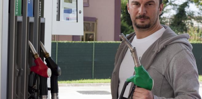 W ostatnich dwóch tygodniach hurtowe ceny benzyny P95 i diesla spadły  13 gr./l netto