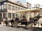 Ponta Delgada – założone w 1449 roku miasto jest stolicą Azorów. Turyści chwalą miasto ze względu na niepowtarzalny urok, kręte uliczki, ciche zakątki i port jachtowy.