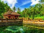 2. miejsce w rankingu najlepszych azjatyckich wysp w 2014 roku zdobyła indonezyjska wyspa Bali. Bali znane jest w świecie z oryginalnego, charakterystycznego folkloru, architektury, rzeźby, malarstwa, a także muzyki i tańca. Sztuka Bali będąca pod wpływem sztuki hinduskiej charakteryzuje się bogatą roślinną i fantastyczną ornamentyką. Znane jest balijskie złotnictwo i płatnerstwo.