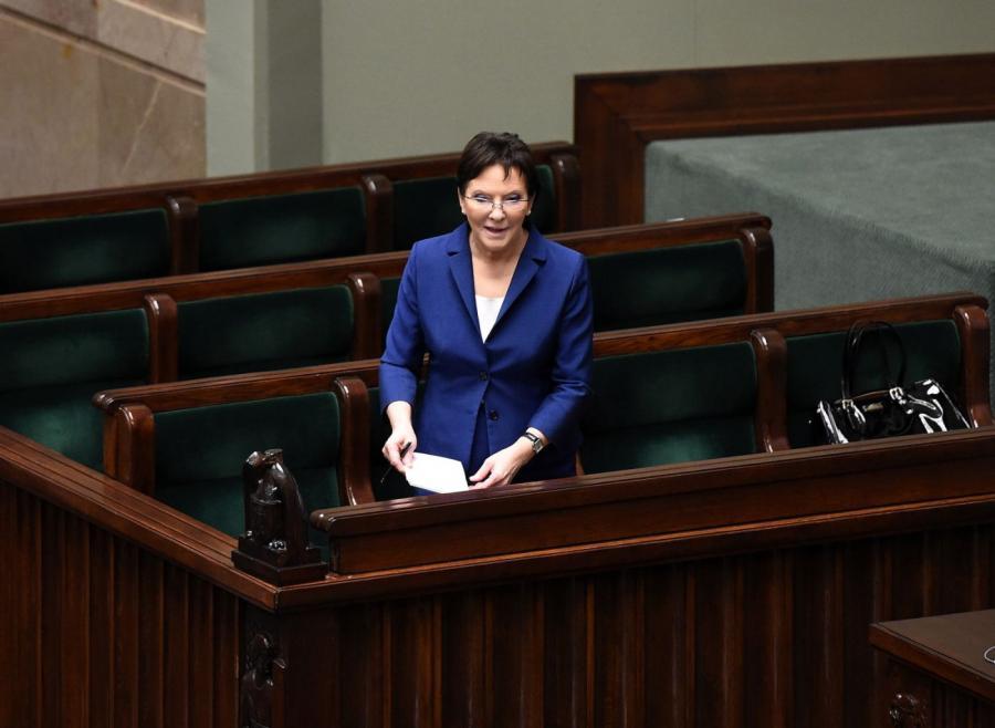 Premier Ewa Kopacz przed debatą nad swoim expose w Sejmie. Fot. PAP/Radek Pietruszka