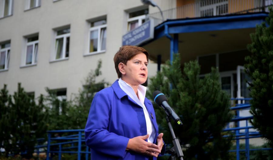 Kandydatka PiS na premiera Beata Szydło podczas briefingu po wizycie w szpitalu im. T. Chałubińskiego w Zakopanem