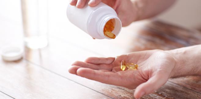 Trzeba zwrócić uwagę na nietypowy zapach lub smak, zmieniony kolor tabletek bądź syropu, inny kształt lub lepkość kapsułek. Leki, w których zauważy się takie zmiany, nie powinny być przyjmowane, ponieważ mogą być niebezpieczne dla zdrowia.
