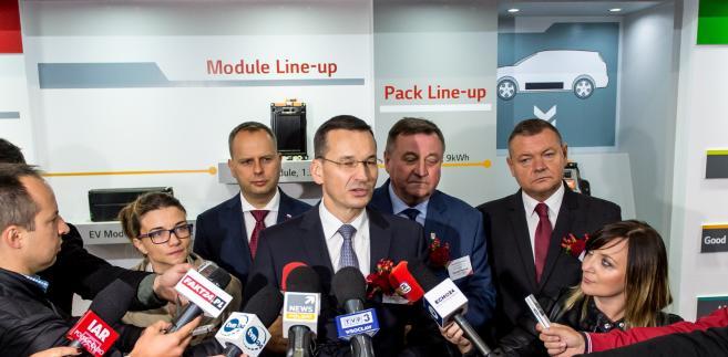 Mateusz Morawiecki podczas uroczystości rozpoczęcia budowy fabryki baterii do samochodów elektrycznych LG Chem Energy.