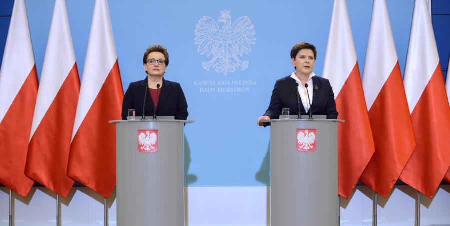 Beata Szydło i minister edukacji narodowej Anna Zalewska podczas konferencji prasowej dot. ustawy oświatowej